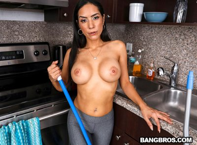Tia Cyrus Does A Deep Cleaning (with peter Green)