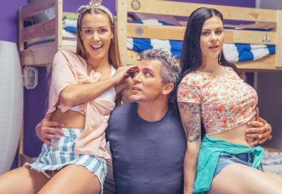Bi-sexual Babes Share A Cock   Billie, Alexis Crystal & Steve Q