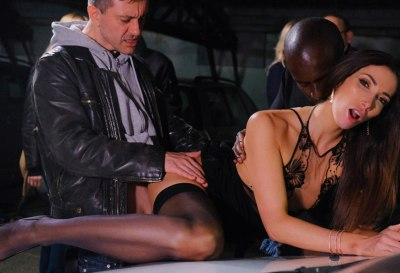 Clea Gaultier Gives A Public Performance