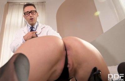 Fake Patient Wants Doc's Cock | Candy Alexa, Mugur