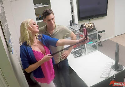 How To Use Your Selfie Stick – Alena Croft, Brad Knight (2016)