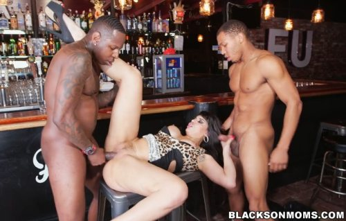 Tag Teaming A Hot Bartender – Mercedes Carrera (BlacksOnMoms / 2016)