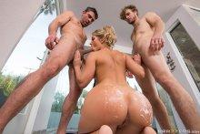 Big Wet Bubble Butt Bath – Candice Dare, Michael Vegas & Toni Ribas (2017)