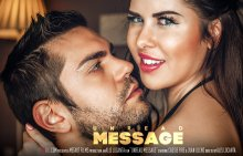 Unread Message – Cassie Fire, Juan Lucho (SexArt / 2017)