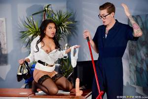 The Janitor's Closet II – Cindy Starfall, Buddy Hollywood (Brazzers / BigTitsAtWork / 2016)