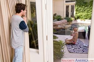 Kleio Valentien & Tyler Nixon in My Girlfriend's Busty Friend (NaughtyAmerica / 2016)