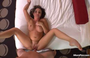 Another MomPov nympho freak MILF – Lyndsey (MomPOV / 2015)
