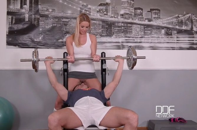 Missing Panties – A Horny Blonde's Juicy Gym Blowjob – Nikky Dream, Choky Ice (DDF / OnlyBlowJob / 2016)