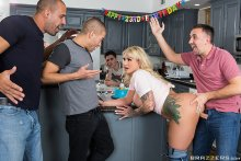 My Friends Fucked My Mom! – Ryan Conner, Xander Corvus, Keiran Lee, Jordi El Nino Polla & Karlo Karerra (2017)