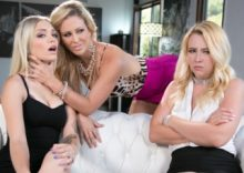 Mafia Mom – Samantha Rone, Cherie DeVille, Alex Grey (2017)