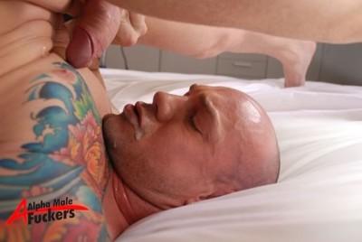 Kurt Rogers sucking his cock and cumming