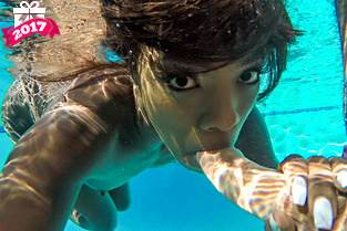 Ebony Bikini Beauty Poolside – Anna Foxx (2017)