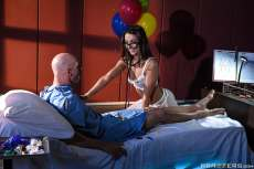 Nutjob Nurse – Lily Adams, Johnny Sins (2018)