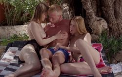 Girls Are Easy – Alexis Crystal, Beata & Denis Reed (2017)