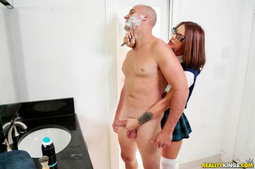 A Close Shave With My Stepdaughter – Evelin Stone, Sean Lawless (2017)