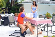 Picnic Pussies – Bailey Brooke, Reagan Foxx, Robby Echo (2017)