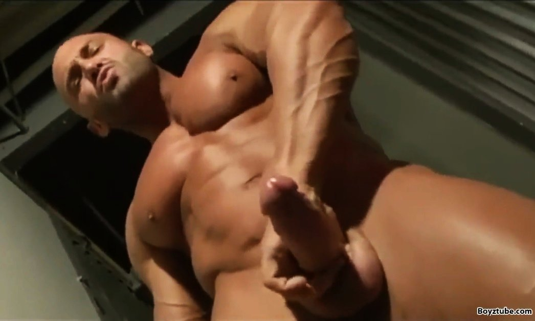 Muscle Hunk Max Chevalier Strips & Jerks Off